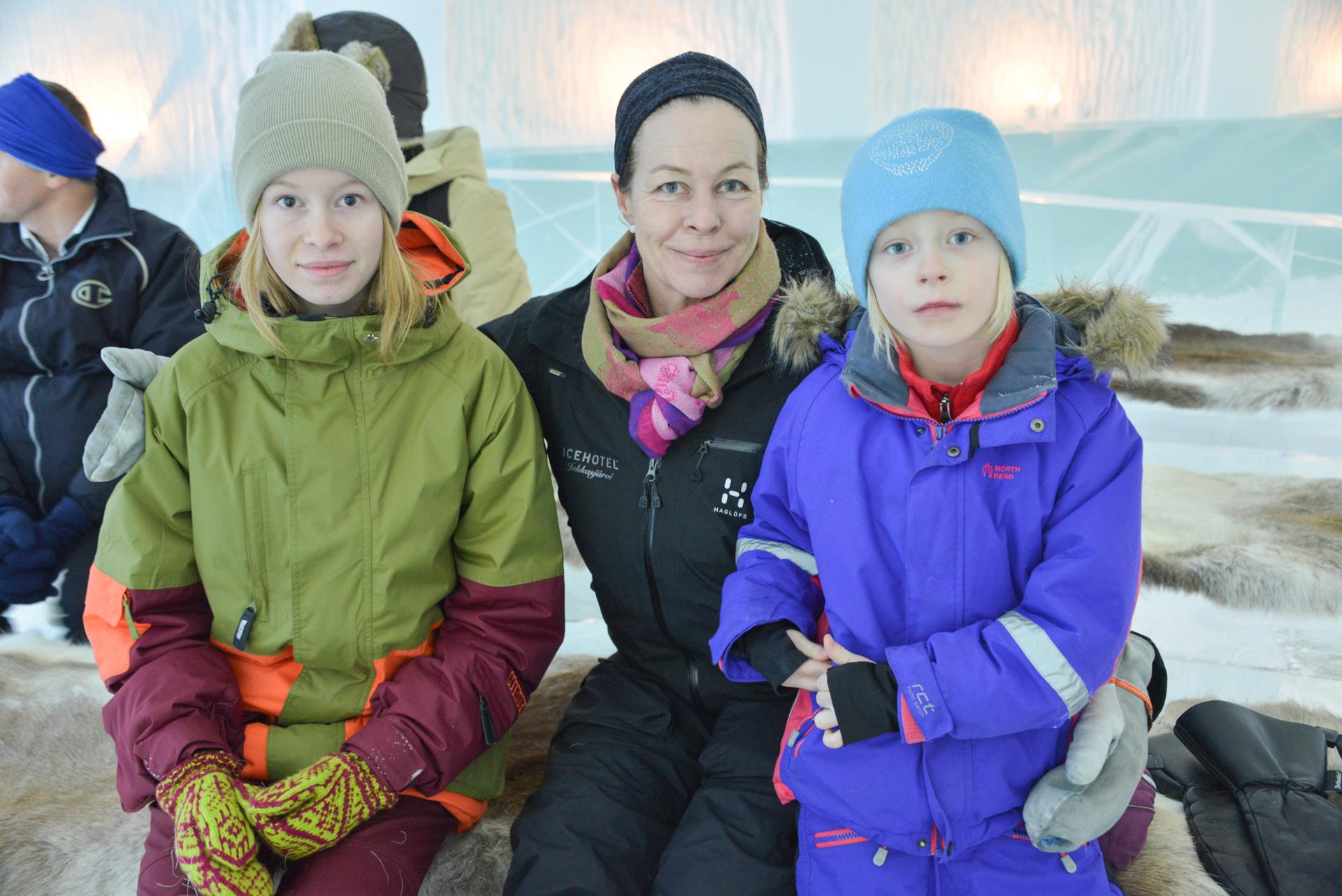 Sofi mit ihren Töchtern - Einheimisch - bei der Zeremonie dabei