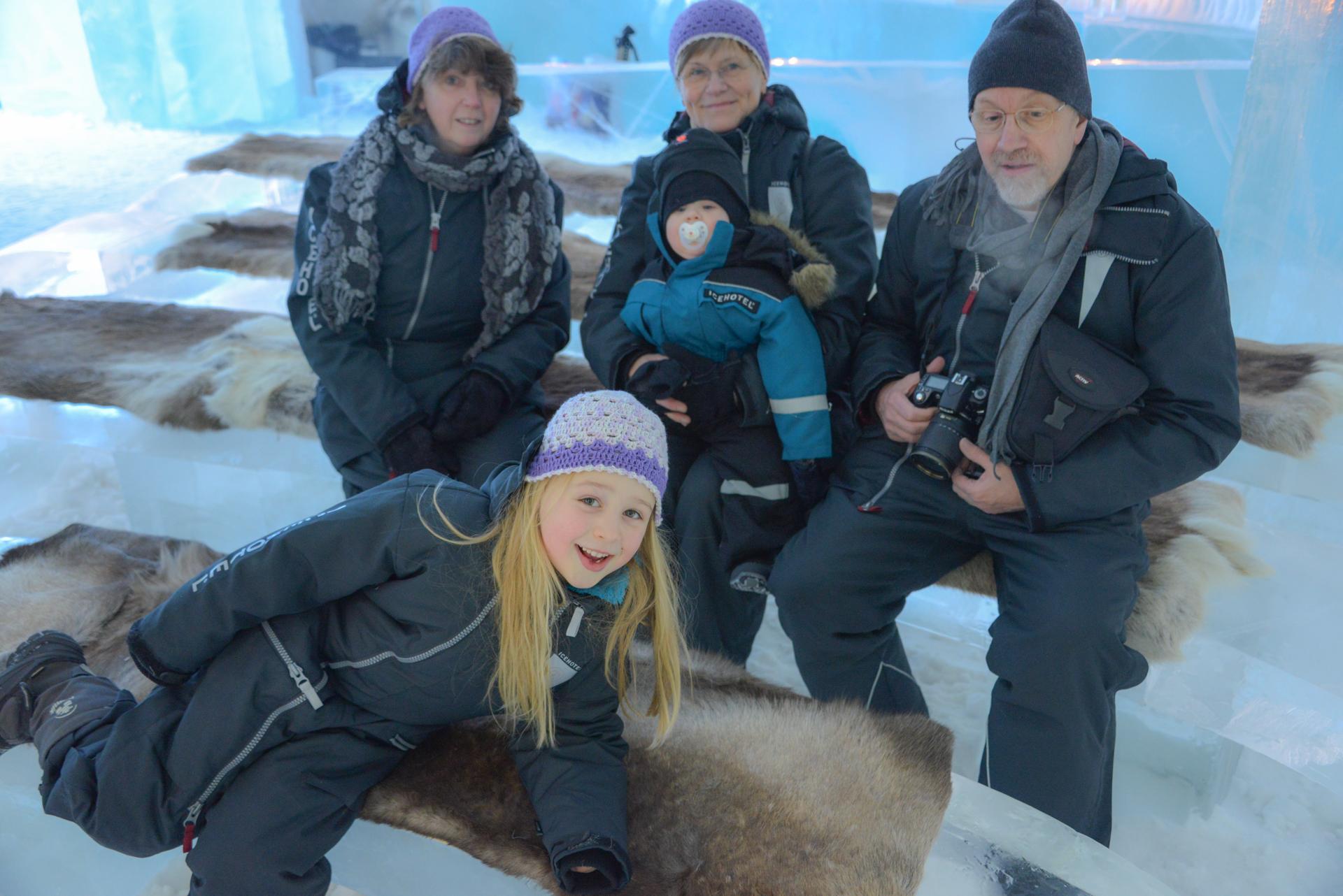 Familie in der Eiskirche
