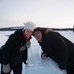 Ehepaar mit book of love in Ice