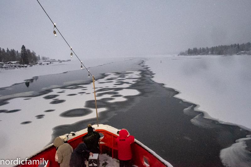 Arctic Explorer Icebreaker FAhrt