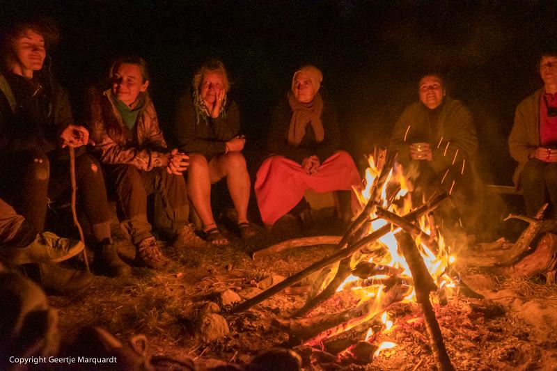 Frauen Wildniscamp Lagerfeuer
